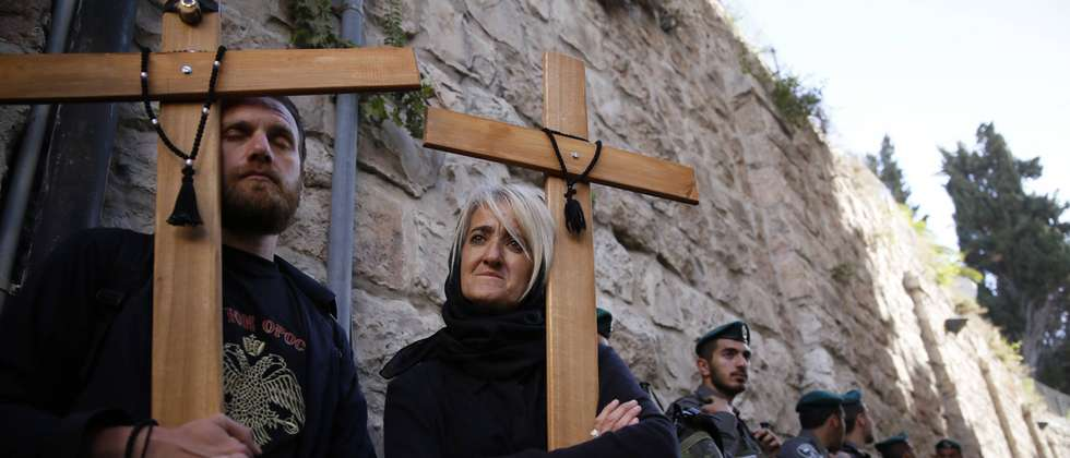 Christian worshipers mark good Friday in Jerusalem ( AFP )