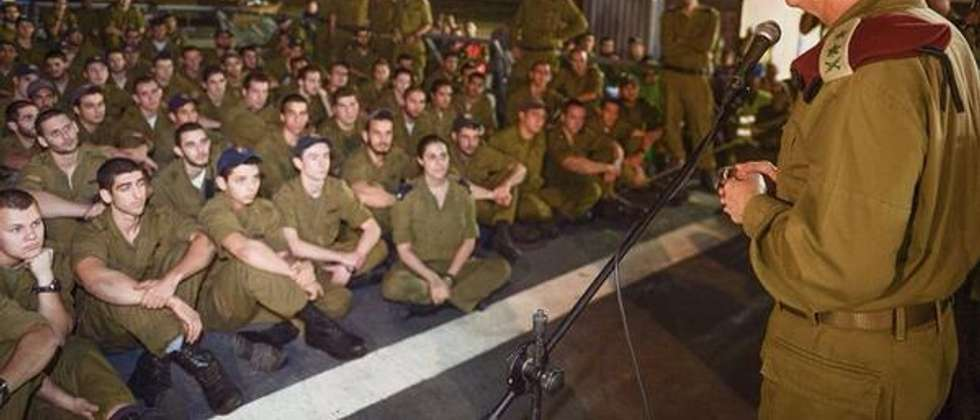 Lt. Gen Benny gantz speaks to navy troops in Eilat ( IDF spokesman's office )