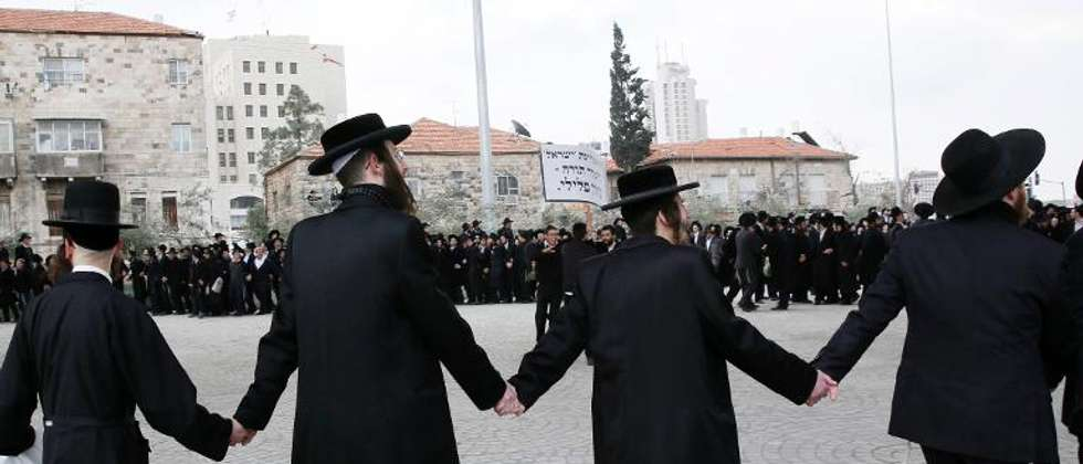 Ultra-Orthodox Jews hold hands during a protest against their young men being called up for military service on February 6, 2014 in Jerusalem ( Gali Tibbon (AFP/File) )