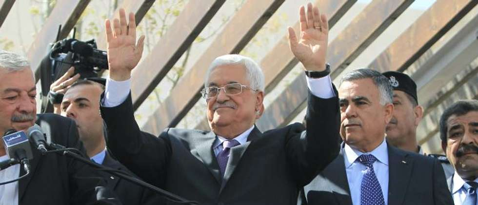 Palestinians president Mahmud Abbas waves to his supporters following his trip to Washington DC,  on March 20, 2014, in the West Bank city of Ramallah ( Abbas Momani (AFP) )