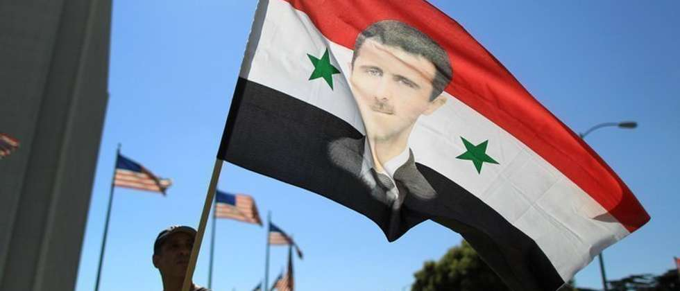 A Syrian supporter of President Bashar al-Assad waves a flag during a rally in Los Angeles, on September 7, 2013 ( David Mcnew (Getty Images/AFP/File) )