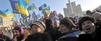 Ukrainian opposition supporters raise their hands and shout slogans during a mass rally on Independence Square in Kiev, on December 29, 2013 ( Genya Savilov (AFP) )
