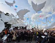 Balloons in the shape of doves are released into the air during a memorial service for tsunami victims at the former Yuriage junior high school in Natori, Miyagi Prefecture on March 11, 2014 ( Kazuhiro Nogi (AFP) )