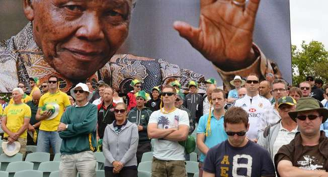 Australian and English cricket fans observe a minute's silence to mark the passsing of former South African president Nelson Mandela at the second Ashes Test in Adelaide on December 6, 2013 ( William West (AFP) )