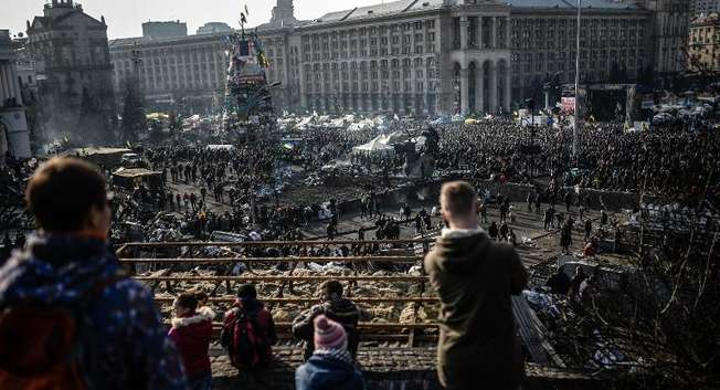 Anti government protesters attend a rally on Independence square on February 21, 2014 in Kiev,  Ukraine ( Bulent Kilic (AFP) )