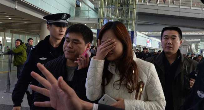 A possible relative cries at the Beijing Airport after news of the missing Malaysia Airlines Boeing 777-200 plane in Beijing on March 8, 2014 ( Mark Ralston  (AFP) )