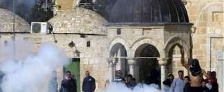 Israeli police early February 25, 2014 entered the sensitive Al-Aqsa mosque compound in Jerusalem's Old City (AFP)