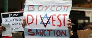 A Boycott, Divestment and Sanctions (BDS) protest against Israel in Melbourne, Australia, on June 5, 2010 (Mohamed Ouda via Wikimedia Commons)
