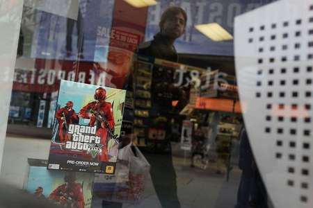 An advertisement for the new Grand Theft Auto is viewed at a Brooklyn gaming store on January 11, 2013 in New York City ( Spencer Platt (Getty Images/AFP/File) )